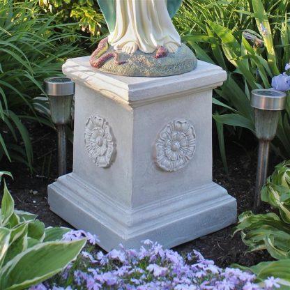 English Rosette Garden Sculptural Plinth
